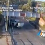 Insólito: en pocos minutos dos camiones chocaron contra el mimso puente ferroviario