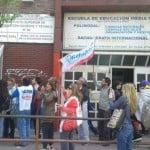 Abrazo simbólico a la Escuela N°6 de Vicente López