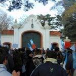Banderazo contra el ajuste y tarifazo en la Quinta de Olivos