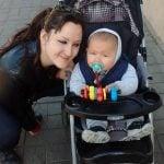 Policia amenazó con detener a una madre por amamantar a su bebe en el mástil de San Isidro