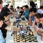 Ajedrez y guitarra, opciones culturales de verano en Troncos del Talar