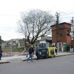 Por peligro de colapso demolieron los locales de Belgrano y las vías