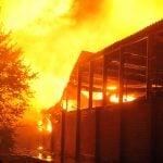 62 dotaciones de bomberos combatieron un incendio en Don Torcuato