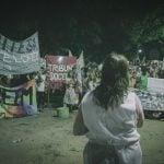 Docentes realizaron una marcha con antorchas en Munro