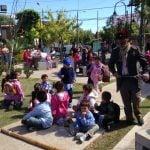 Docentes adheridos al paro realizaron una jornada con sus alumnos en una plaza