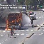 Se incendió un colectivo en plena Av. Larralde