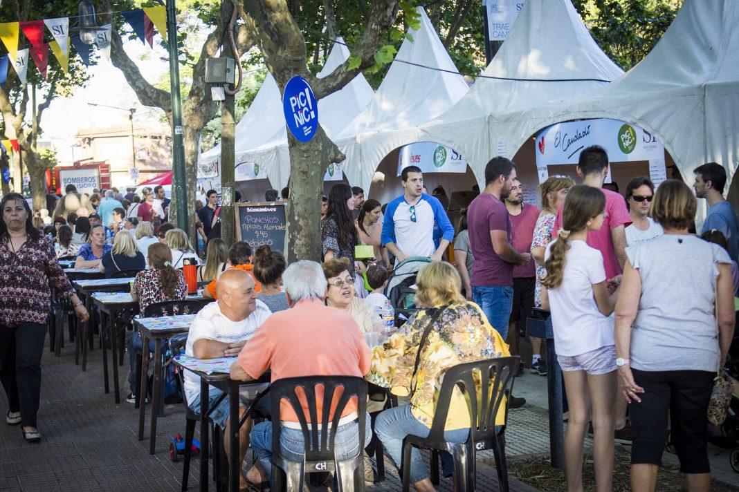 festejo-aniversario-martinez-plaza-9-julio-3